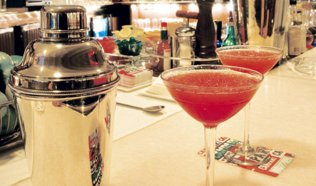 Milano cocktail bar ronda universitat 35 eixample dret for Bar 35 food drinks milano