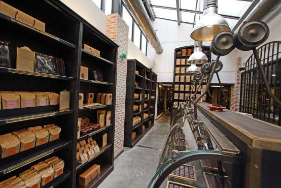 le chef alain ducasse a ouvert l 39 unique manufacture de. Black Bedroom Furniture Sets. Home Design Ideas