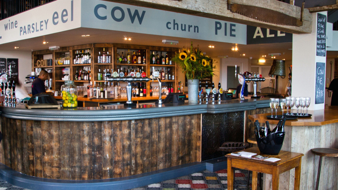 the_cow_stratford_westfield - Bar2.jpg