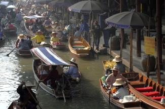 Wat Baan Nam Peung Floating Market