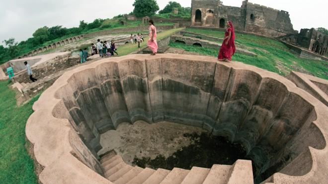 A bathing tank in Jahaz Mahal, Mandu, India