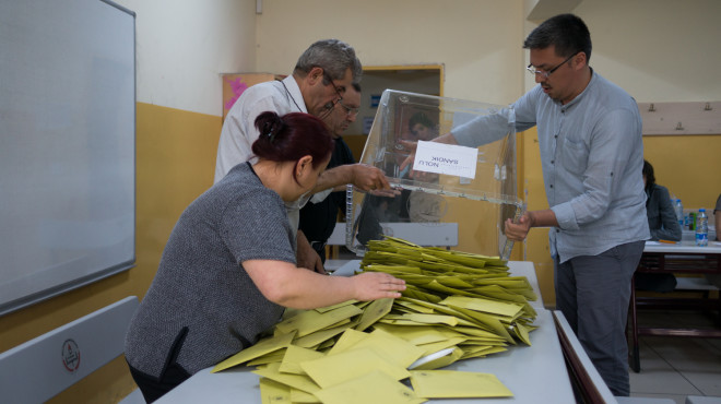 Inside an Istanbul polling station on election day, Saturday June 6 2015© Julius Motal